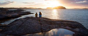 Familienreise nach Schweden bei Sonnenuntergang