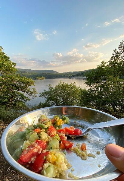Die Verpflegung bei deiner Kanutour in Schweden - inklusive unserem Rezept für Bulgur-Salat 2